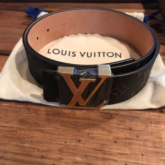 2dbb5048551f Authentic Louis Vuitton- LV INITIALES 40MM Belt